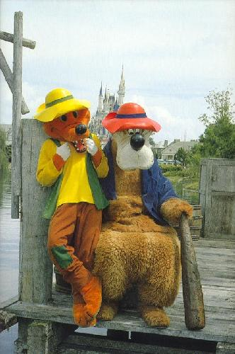 0100-110612 LAZIN' AROUND