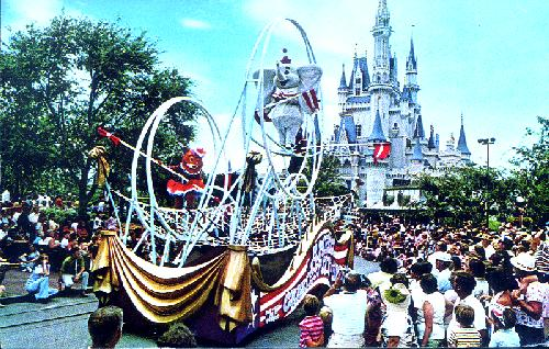 0111-0365 AMERICA . . . THE GREATEST SHOW ON EARTH