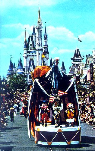0111-0367 MICKEY MOUSE LEADS AMERICA ON PARADE