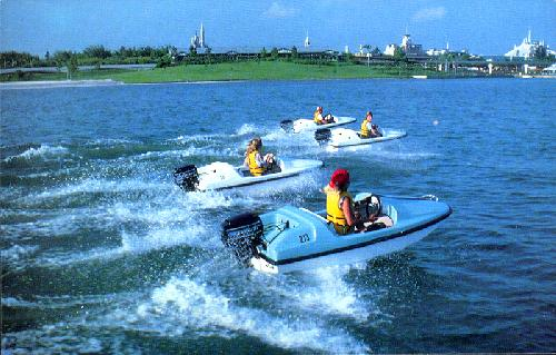 0111-2100 BOATING ON BAY LAKE