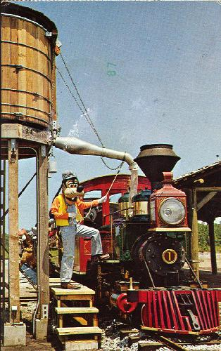 GOOFY HELPS WATER THE TRAIN